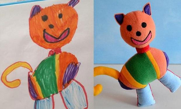 Dibujos de niños convertidos en muñecos de tela
