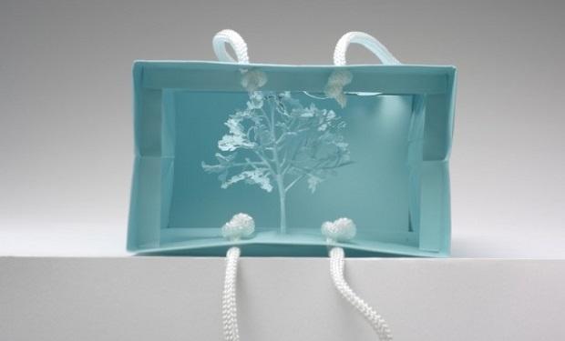 Esculturas de árboles en miniatura con papel reciclado