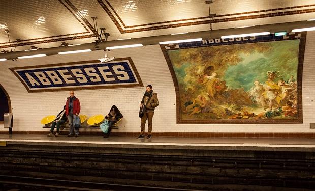 Obras de arte ocupan las vallas de París