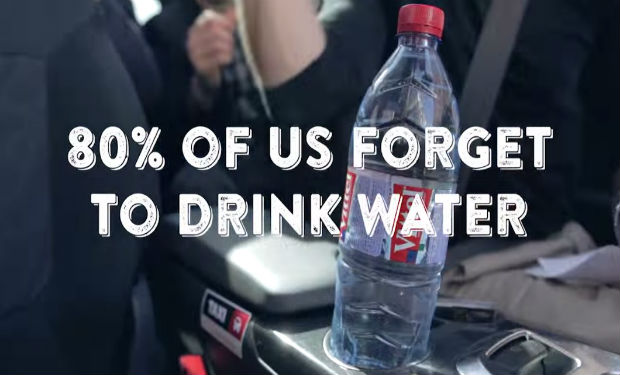 Una tapa de botella que te recuerda hidratarte
