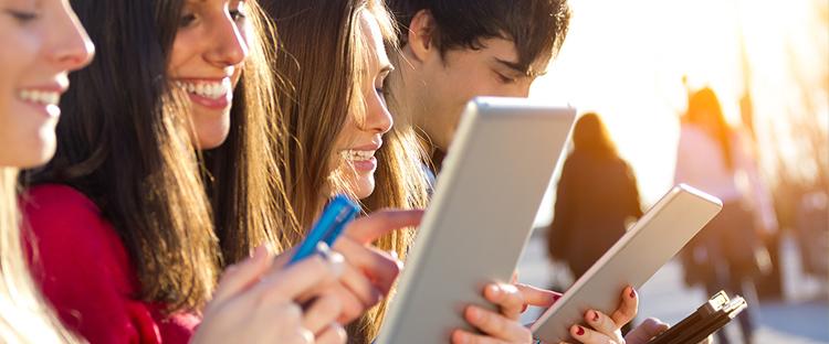 """La televisión pierde terreno entre los adolescentes, que """"no pueden vivir"""" sin YouTube"""