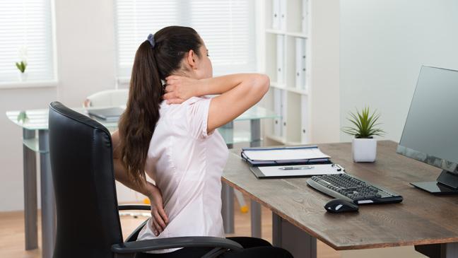 7 consejos para evitar el dolor de espalda si trabajás con la computadora
