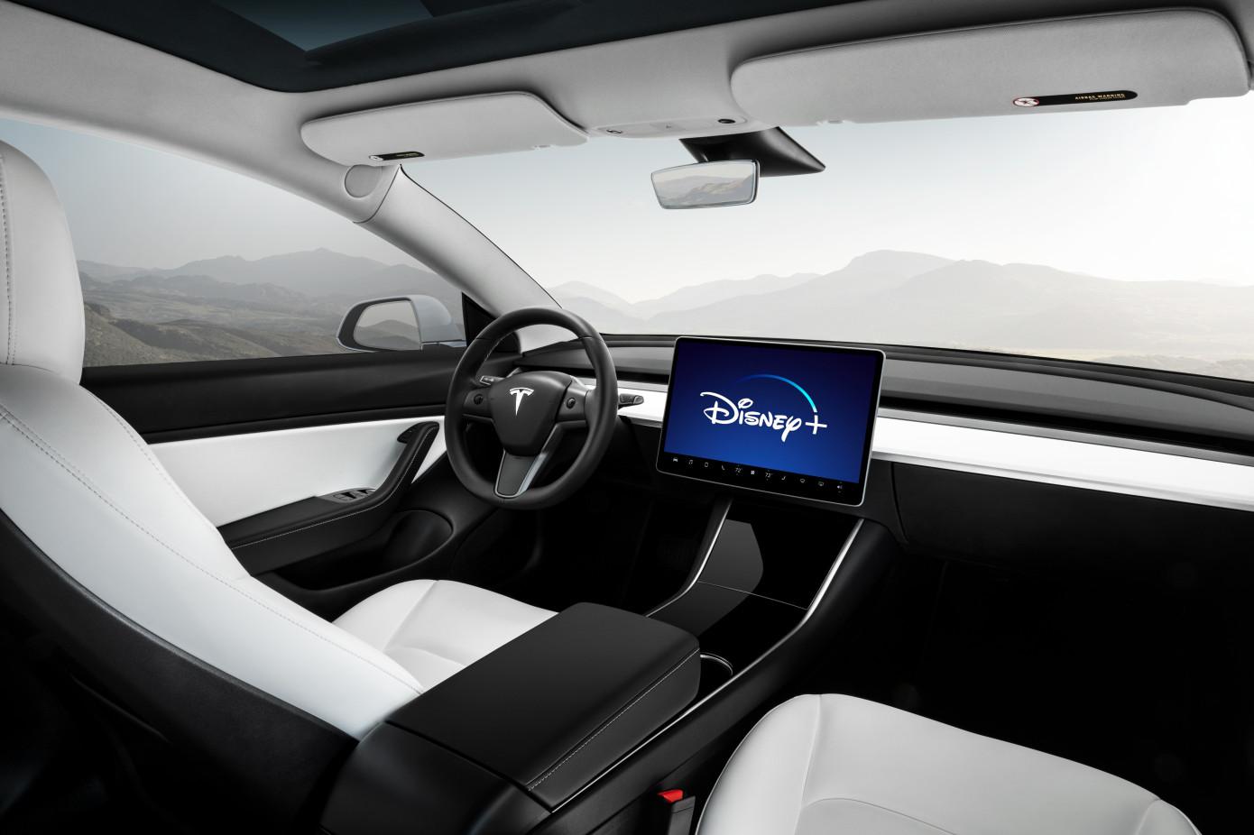 """Elon Musk afirma que Tesla agregará """"pronto"""" Disney + a sus vehículos"""
